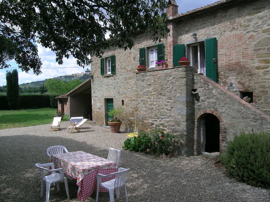 The farmhouse of leda houses for rent in cortona for Rent a house in tuscany