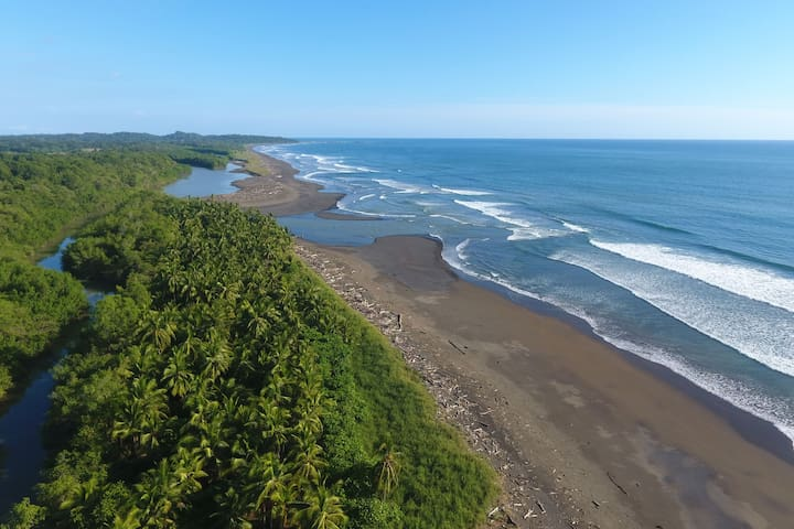 Casa en Origenes Lodge ·  Playa Hermosa Costa Rica