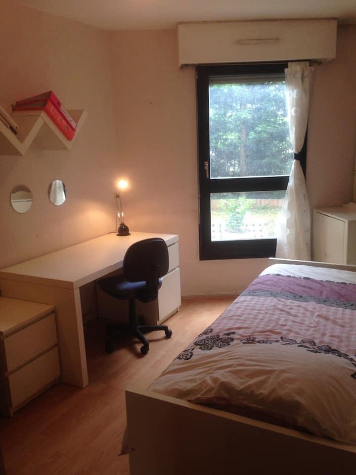 Nice single room very close to Paris