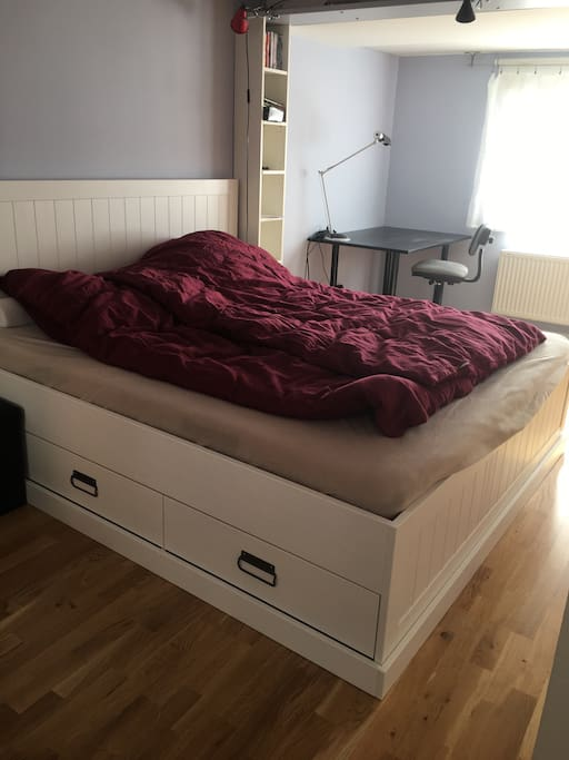Großes Bett 200 x 180 nagelneu