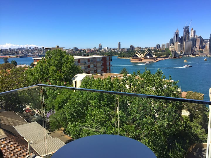 Studio with spectacular Sydney Harbour views.