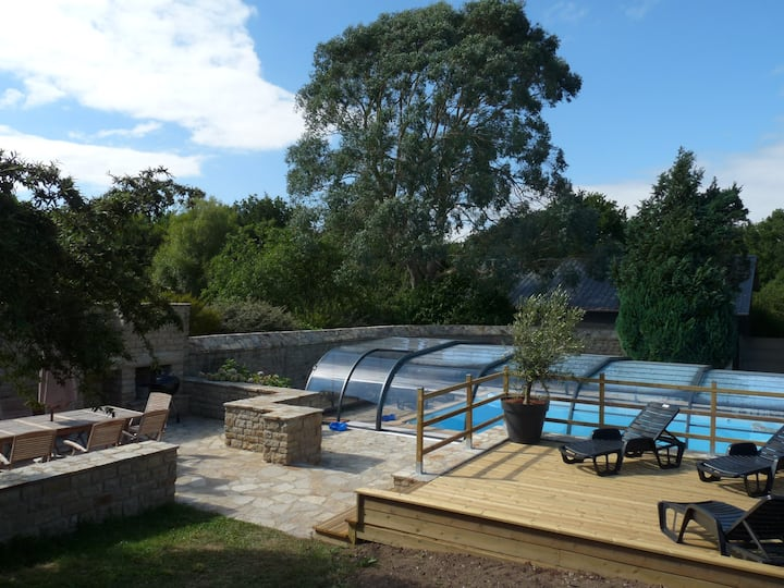 Etage d'une maison avec jardin et piscine