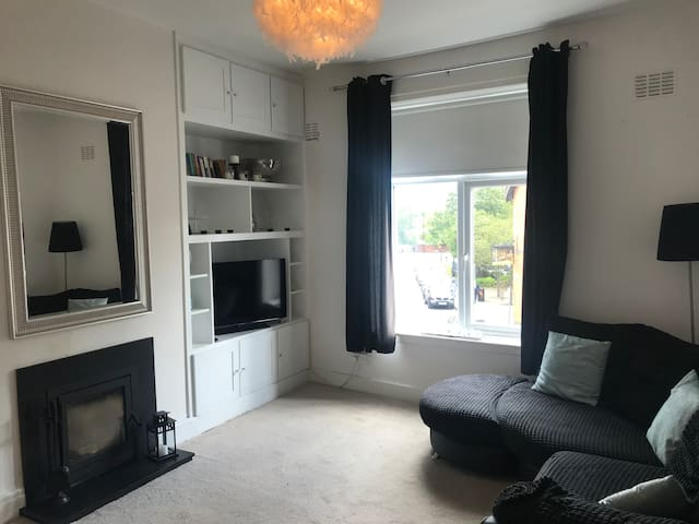 3 bed flat, 2 minutes from Altrincham town centre