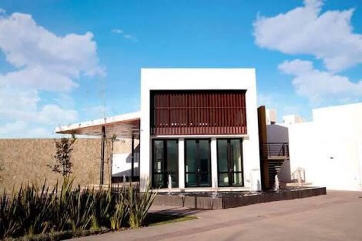 Habitación Privada en San Luis con Alberca y GYM