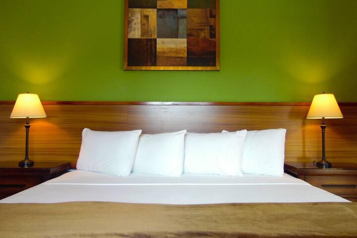Cocrico Room, St. Clair, P.O.S