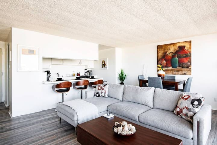 New !! Resort-Style, Oasis Condo near Santa Monica