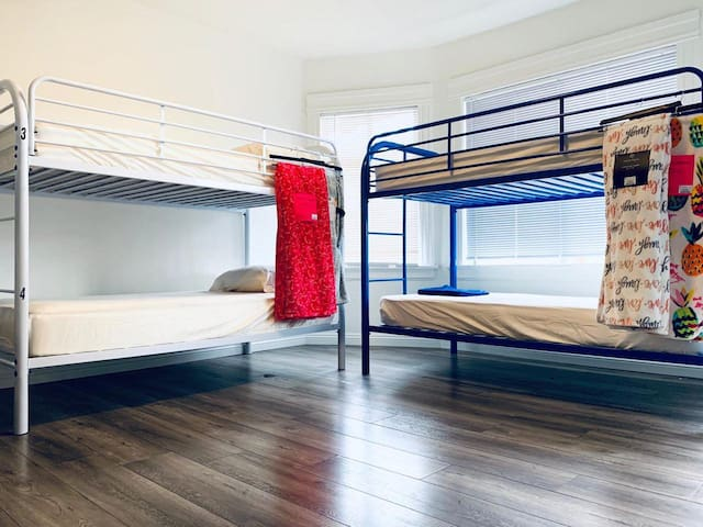 Your bed In central of Los Angeles super deal