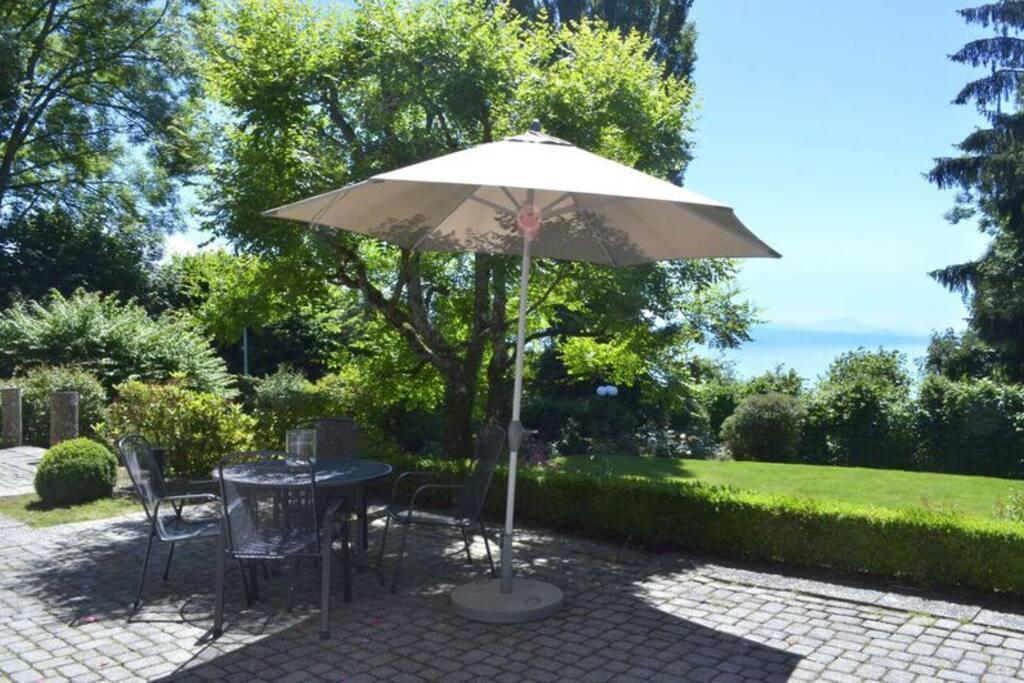 Charmant appartement avec terrasse jardin et vue for Appartement terrasse et jardin