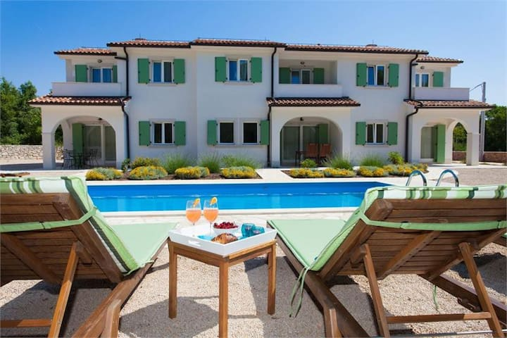 Mediterranean villa for 12 persons - Kras - House