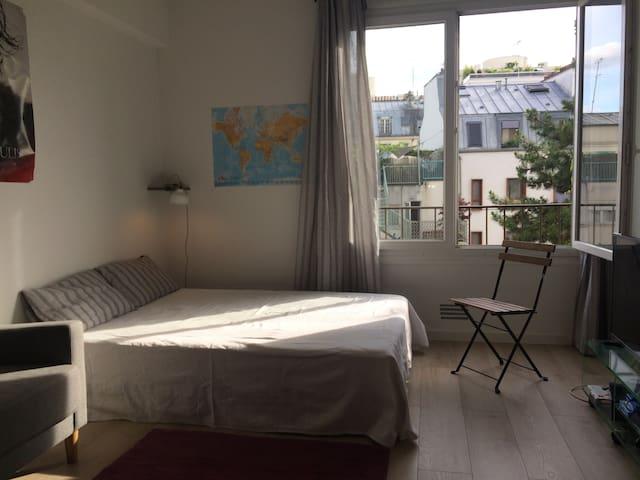 Grand studio au pied de Montmartre (bail mobilité)