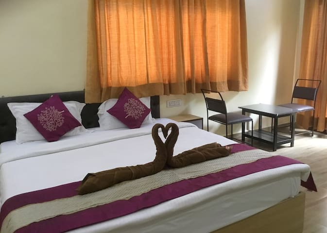 DELUXE AC ROOM NEAR CANDOLIM BEACH
