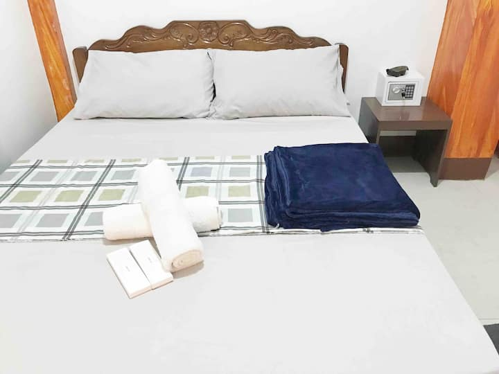 Room 2 - Coron Town Proper, DGA (Wifi/Cable TV)