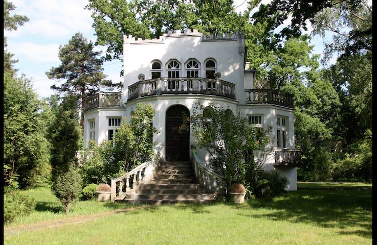 Villa in Milanówek-28km from Warsaw Room nr 2/4 - Milanówek - Villa