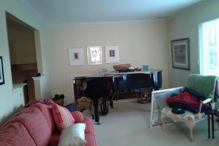 room in southfield .. near birmingham - Southfield - Bed & Breakfast