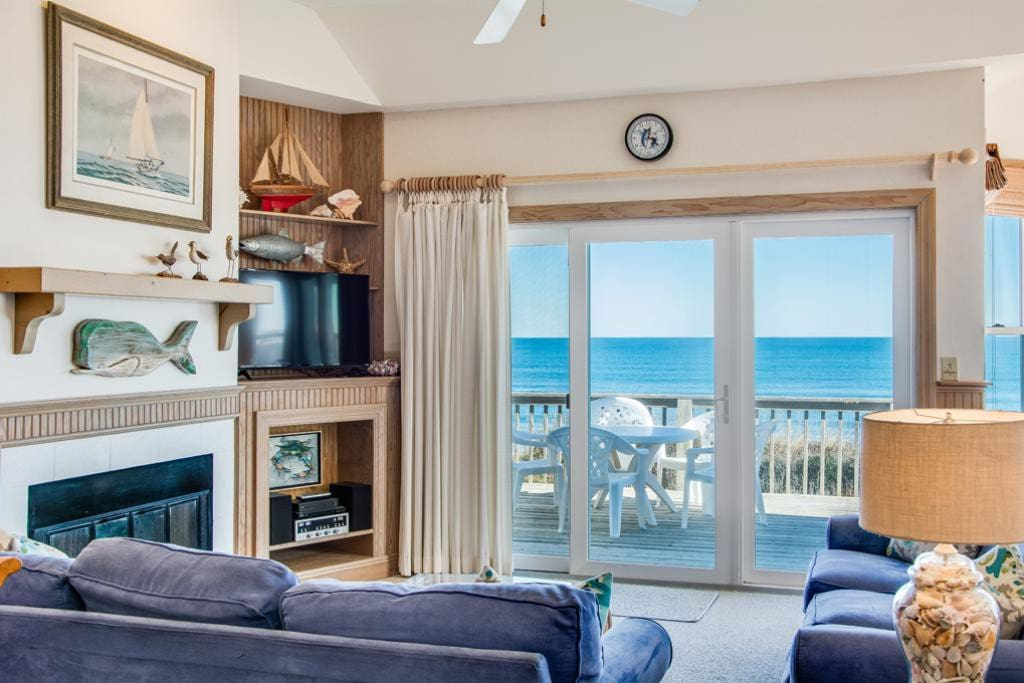 SP5B: Sea Pointe Paradise | Top Level Living Area | Fireplace Not Available for Guest Use