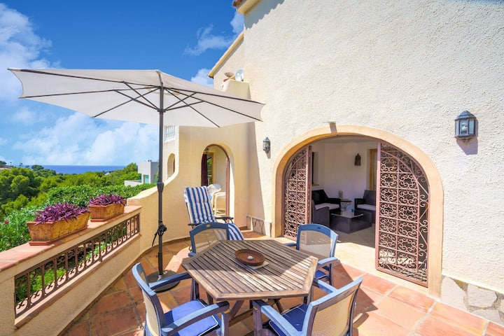 Enchanting Holiday Home in Benissa near Seabeach