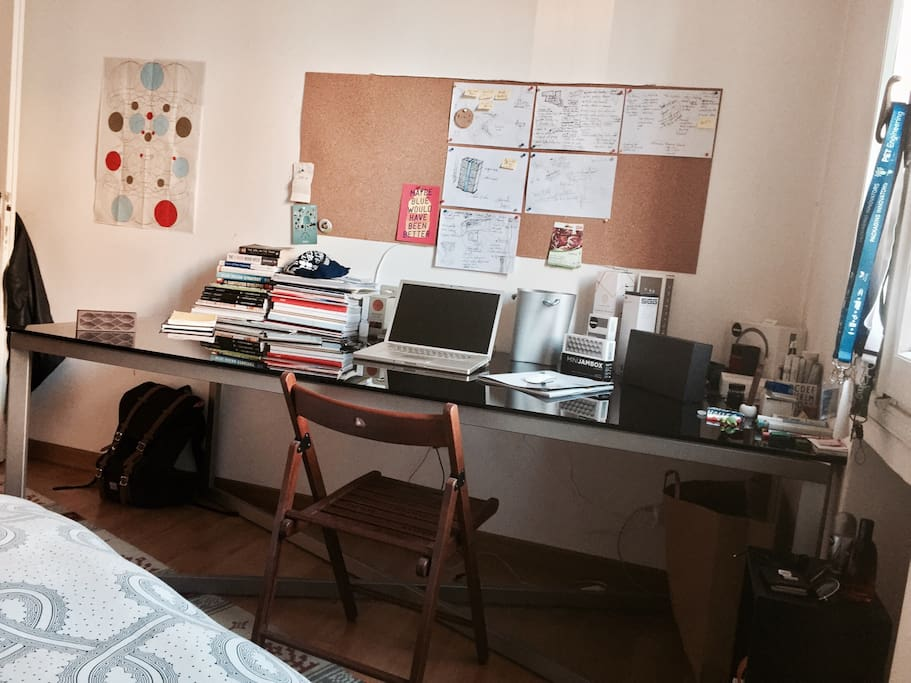 Wider desk space for a relax working time