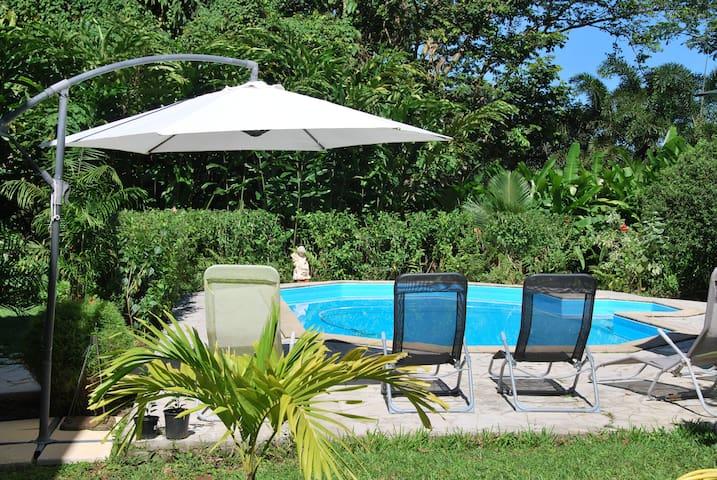 Gîte 10 personnes dans  Villa avec piscine