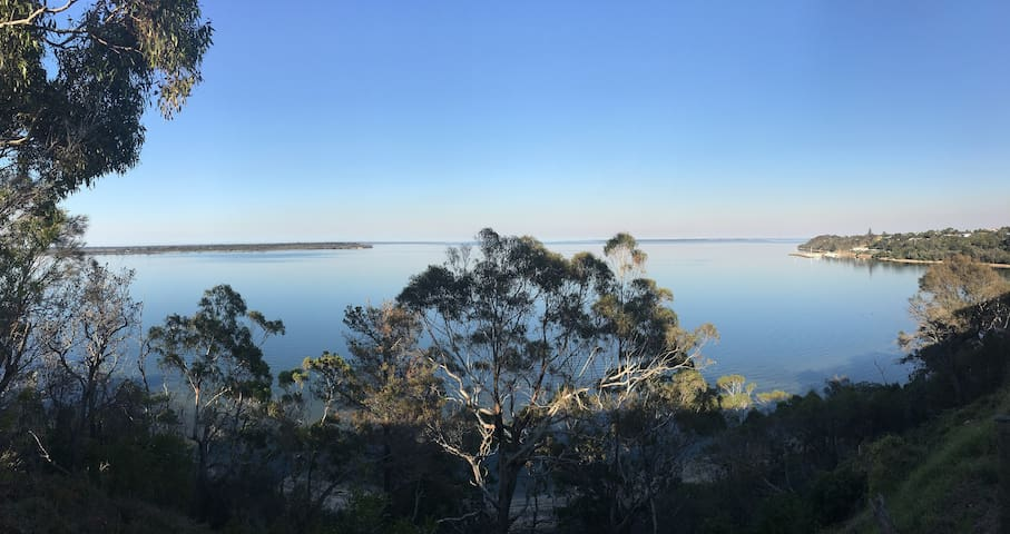 Lakescapes Cottage - 180 Degree Panoramic Views