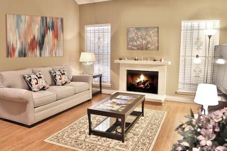 2-Bedroom Townhouse in Galleria, All New Furniture - Houston - Complexo de Casas