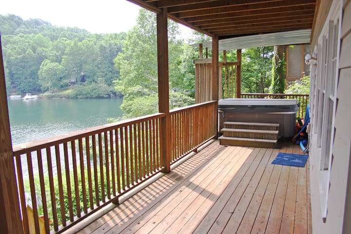 Quiet Lake Home in Golf, Swim, and Tennis Com. - Waleska - Casa
