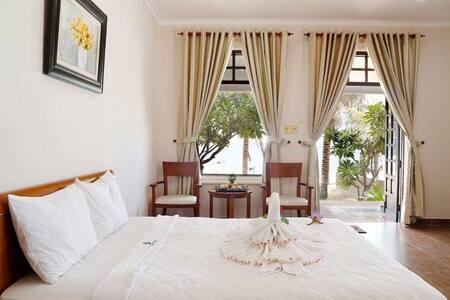 Peaceful Resort Bungalows Seaview