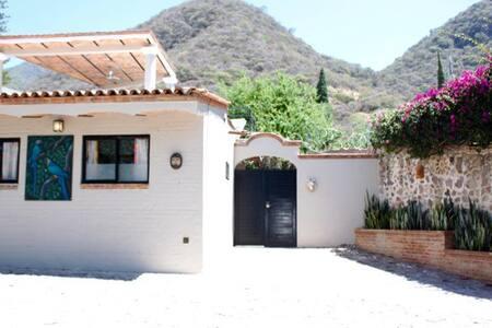 Casa Loba - charming, cozy estate  guesthouse
