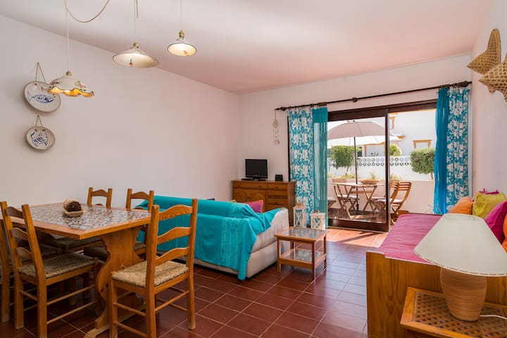 2 Bedroom Apartment - 400mts to Olhos d'Agua beach