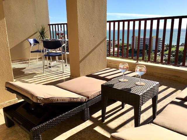 BeHappy OCEAN VIEW 🤩 Modern Apt w/Terrace Beds ❤️