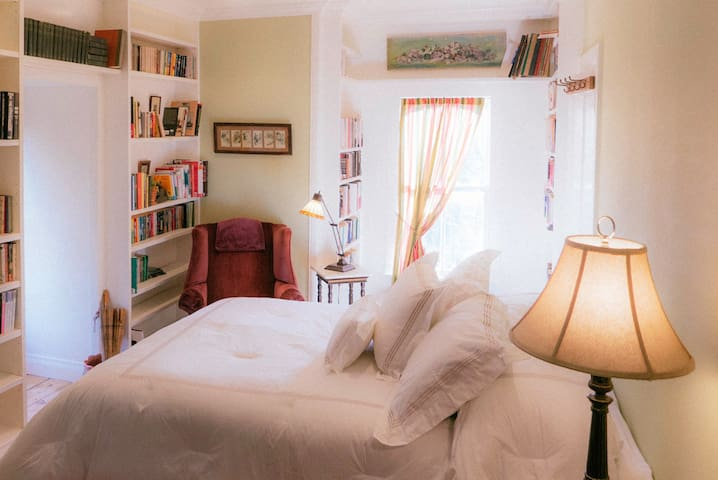 Spacious suite in soon to be B&B-The Library Suite - Frenchtown - Wikt i opierunek