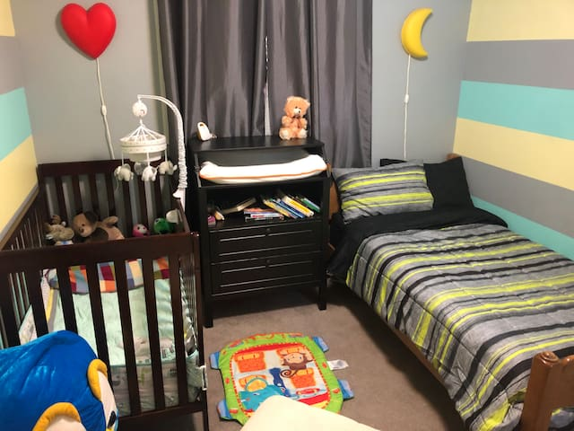 Kids room, crib & twin bed. Crib turns in to toddler bed.