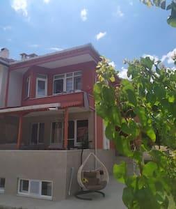 Gelibolu Bolayır Saroz körfezinde konforlu villa