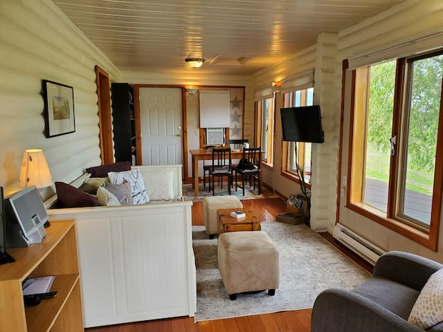 Moondance Suite - Staycation or work from home?