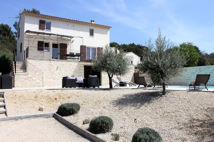Country-style decorated villa with private pool, in the heart of the Luberon