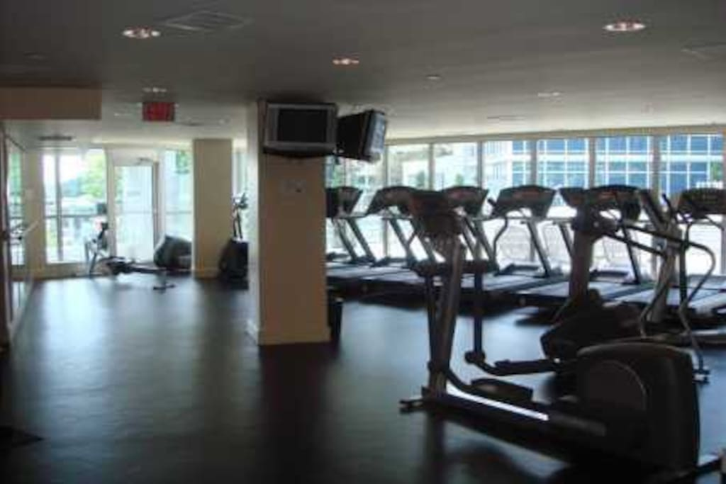 Fitness room overlooking the lake