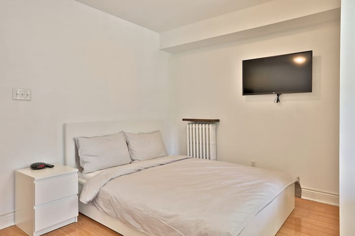 Queen Size Bed + Wall Mounted TV