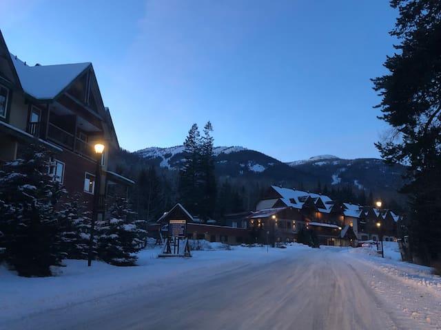 Ski in Moose lodge duplex