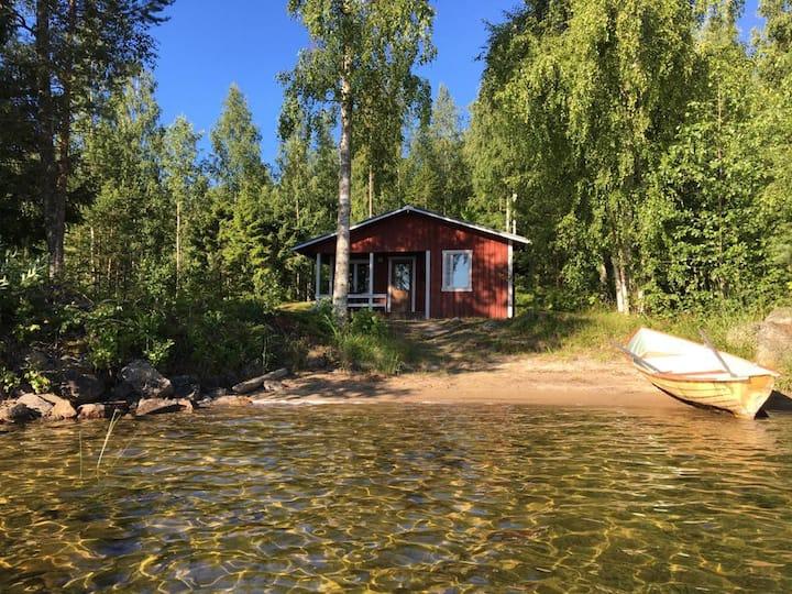 Lakeside cabin by lake Puruvesi