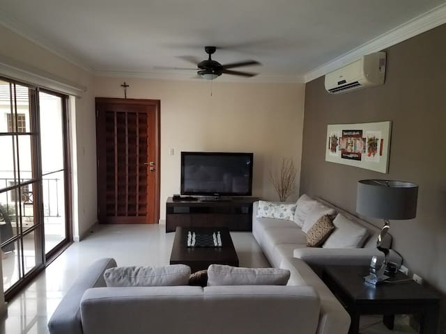 Well-equipped living room (TV, games and more)