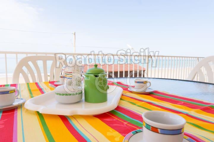 Casa Mediterranea - Road to Sicily