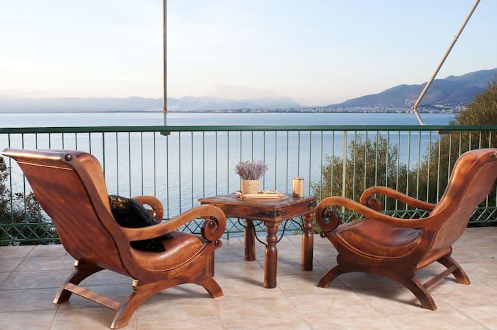 Experience living alongside the Messinian gulf. - Paralia Vergas