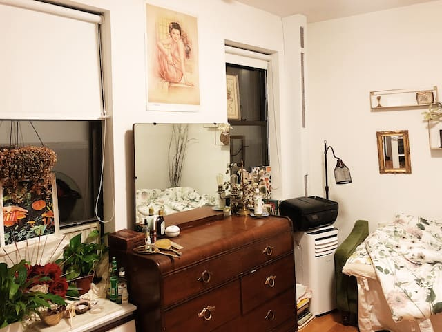 Small studio  at the heart of Little Italy
