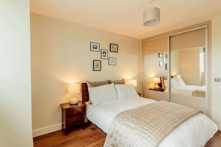 Luxury Room with an amazing view to Canary Wharf.