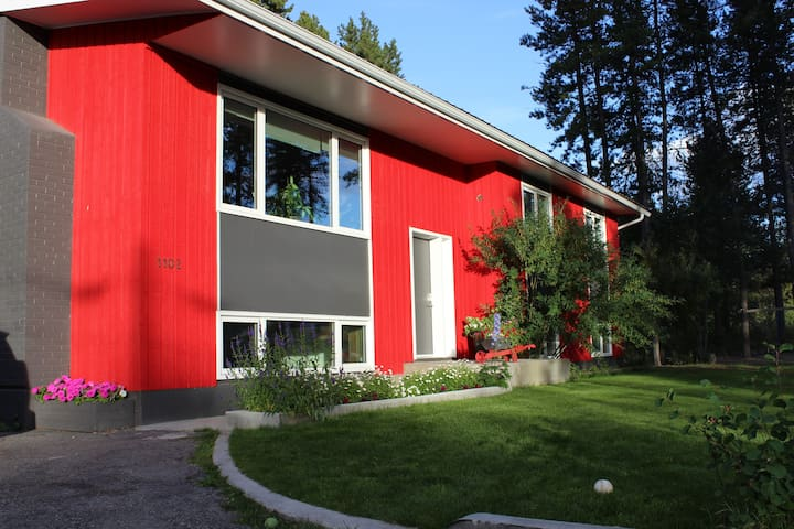 Yukon Red - Whitehorse - House