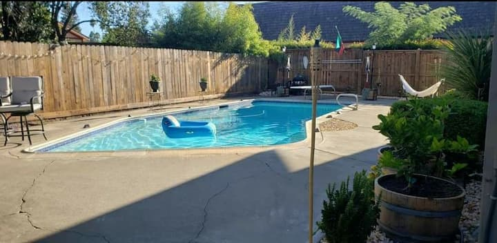 Private room with pool, W/D and bike trail nearby!