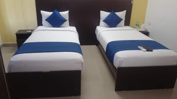 Budget stay at Comfortable Hotel near Airport