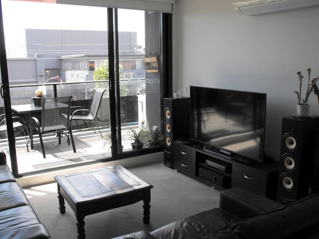 Modern space in superior location - Carnegie - Apartment