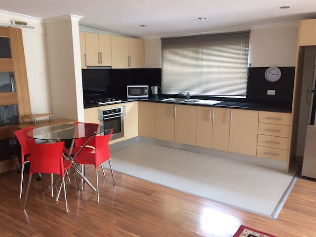 a large studio fully furnished - Epping
