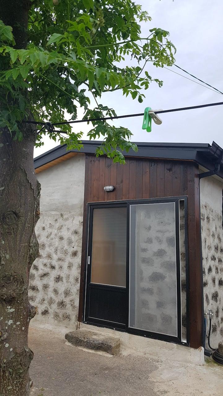 우도돌담길민박 바깥채(원룸형)