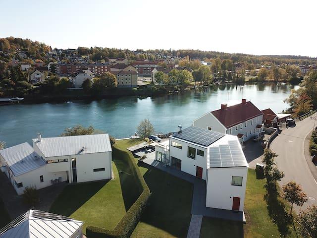 Upplev ett sjöstadliv med egen brygga och swimspa!